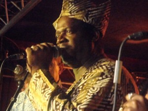SALUTING THE BLACK PRESIDENT FELA KUTI avec G…