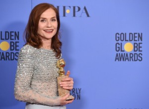 isabelle-huppertle-golden-globe-meilleure-actrice-8-janvier-2017-los-angeles_0_600_438