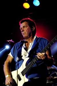 John_Wetton_playing_bass_live